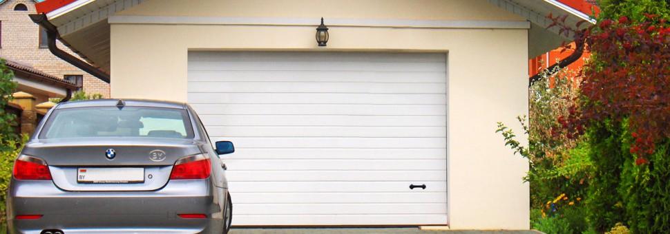 Классические гаражные ворота. Ворота гаражные Alutech станут прекрасной защитой для вашего гаража и оригинальным элементом общего фасада.